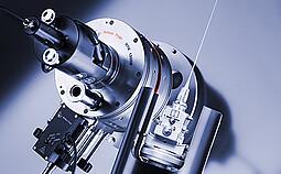高温室 HTK 1200N,可用于在高达 1200 °C 的高温下进行透射和反射 XRD 组合研究