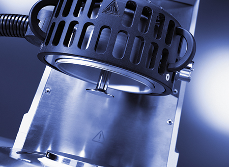 Electrically heated plate with hood for accurate temperature control up to +400 ºC