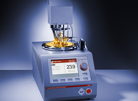 The automatic Pensky-Martens closed cup tester features a fire extinguishing device, a patented connection system, gas and electric ignition.