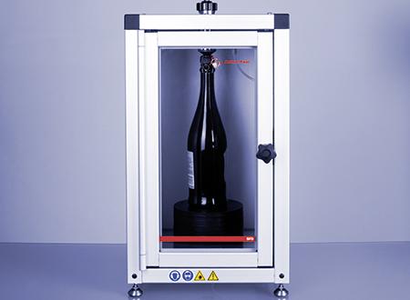 SFD 含汽葡萄酒进样装置将含汽葡萄酒或葡萄酒直接从封闭瓶进样到测量仪器的量槽中。