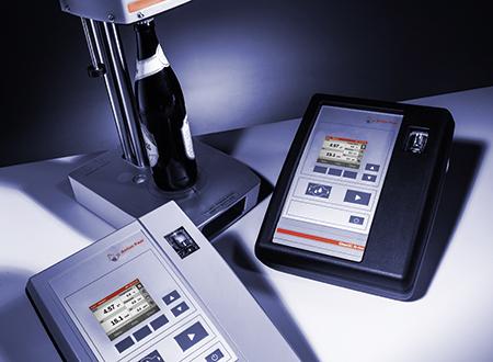 CarboQC At-line 是检查饮料生产过程和检验工艺设备测得的 CO2 含量的理想仪器。CarboQC At-line 可以存储包括时间标记和样品 ID 在内的 500 个测量结果,专为长时间工作而准备。